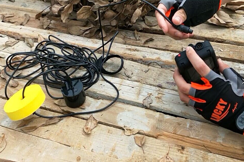 Hand-held cable transducer fish finder